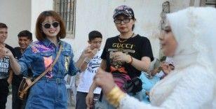Çinli turist kafilesi, Kırşehir'de yöresel düğüne katılıp, Türk yemeklerini tattı