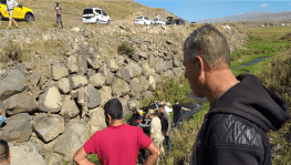 Kars'ta otomobil dereye uçtu: 2 yaralı
