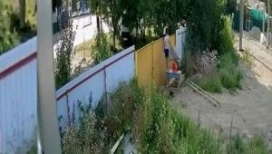 Çocukların el arabası çalma mücadelesi kamerada
