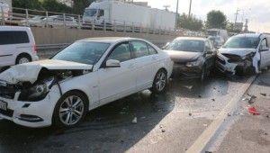 7 aracın karıştığı zincirleme kazada trafik felç oldu