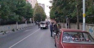Sultangazi'de aracın yolunu kesip kurşun yağdırdılar
