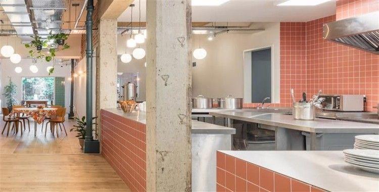 Londra'da eski bir süpermarket, evsizler için barınağa dönüştürüldü