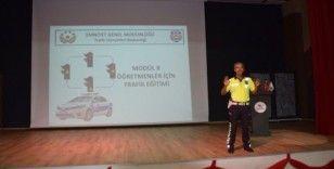 Öğretmenlere trafik eğitimi verildi