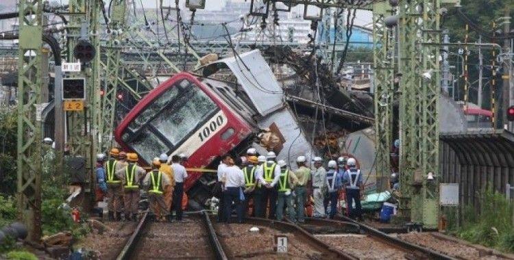 Trenle çarpışan kamyonun şoförü hayatını kaybetti