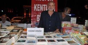 Cezmi Ersöz Kuşadası'nda okurlarıyla buluştu