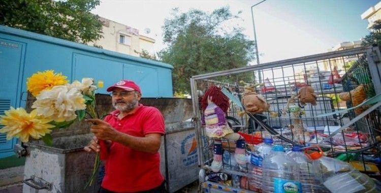 Çöpten çıkan oyuncaklarla çocukların yüzünü güldüren karton toplayıcısı: Ali Çevik