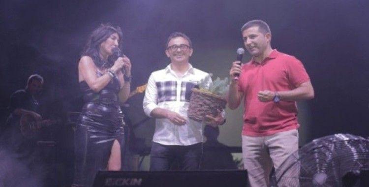 Kuşadası 22. Altın Güvercin Festivalinde nde Hande Yener rüzgarı esti