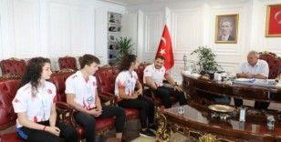 Şampiyonlardan Demirtaş'a teşekkür ziyareti