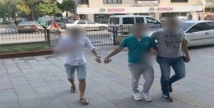 Kuşadası'nda aranan biri cezaevi firarisi 3 zanlı polis tarafından yakalandı