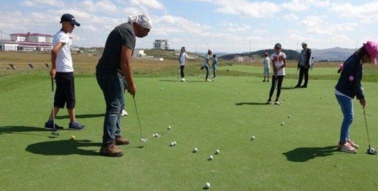 Üniversite yönetimi sahayı açmayınca golfçüler yine ortada kaldı