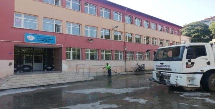 Ekipler okul çevrelerinde temizlik seferberliği başlattı