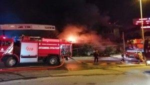 Üç katlı iş yeri alev alev böyle yandı