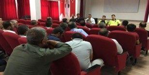 Mazıdağı'nda okul servis şoförlerine yönelik bilgilendirme toplantısı