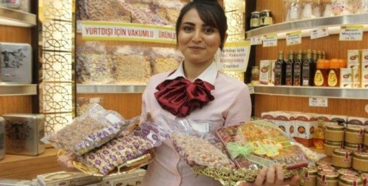 En kıymetli hediyelerden biri Türk kuruyemişi oldu