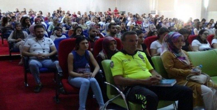 Gercüş'te öğretmenlere temel trafik eğitimi semineri verildi