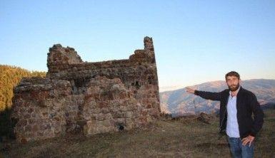 Tarihi kilise defineciler tarafından yok edildi
