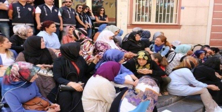 KADEM'den, HDP önünde eylem yapan ailelere destek ziyareti