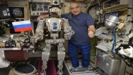 Rusların uzaya gönderdiği ilk insansı robot Dünya'ya döndü