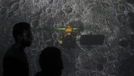 Hindistan'ın Ay'a fırlattığı uzay aracıyla irtibat kesildi