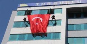 Dağcılardan Turgutlu Belediyesi hizmet binasında özel gösteri