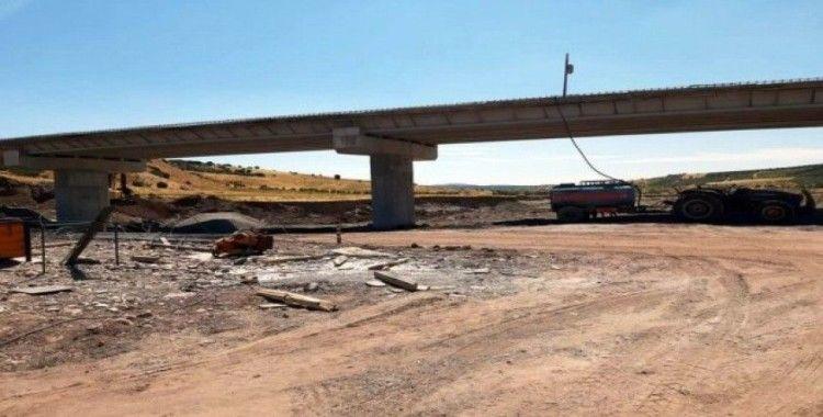 12 Köyü Musabeyli ile Gaziantep'e bağlayacak köprü tamamlanmak üzere