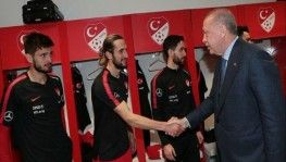 Cumhurbaşkanı Erdoğan, A Milli Futbol Takımı'nı tebrik etti
