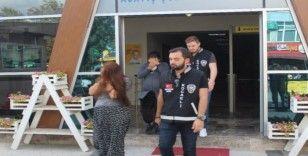 Girdikleri evden 10 bin TL'lik vurgun yapan hamile hırsızlar yakalandı