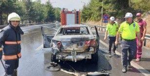 Seyir halindeki araç TEM otoyolunda alev aldı