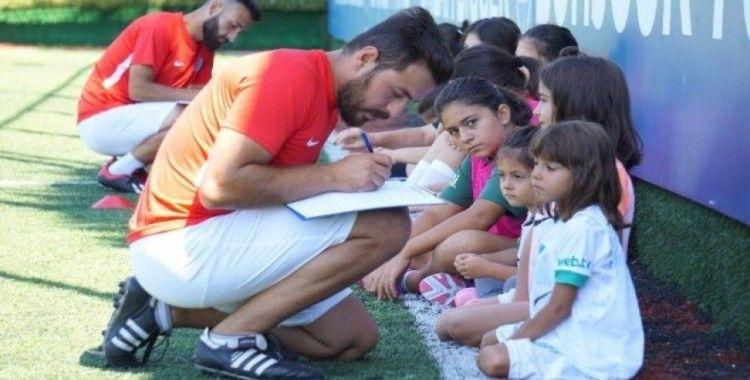 Avrupa devinin kız futbol takımı seçmelerine yoğun ilgi