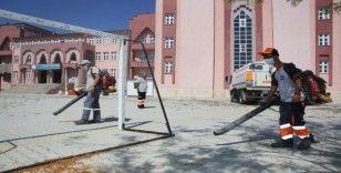 Karaman'da okul bahçelerinde temizlik ve bakım çalışması