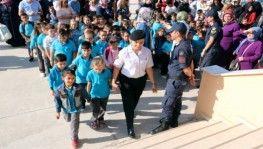 Jandarmadan okulda 'ilk gün' sürprizi