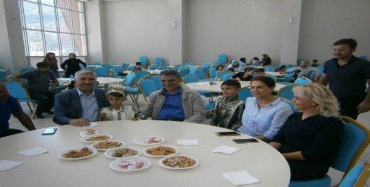 İzmirli ev hanımları Tatvanlı çocuklar için toplu sünnet şöleni düzenledi