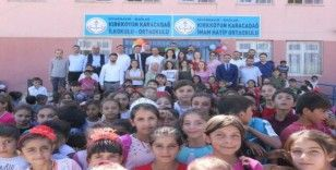 Diyarbakır'da köy okulu şenlik havasında eğitime başladı