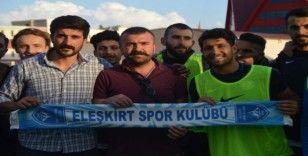 Eleşkirtspor Taraftar Derneği'nden Ağrıspor'a kombine desteği