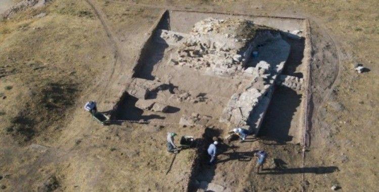 (Özel) Ahlat'taki kazılar tarihe ışık tutuyor