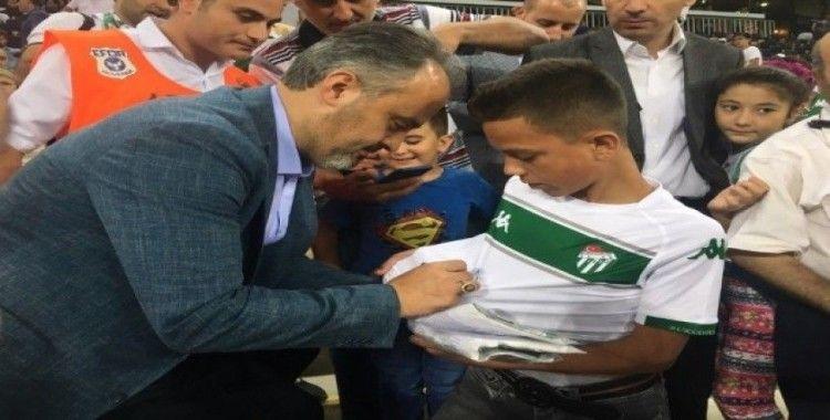 Başkan Aktaş'tan çocuklara Bursaspor forması