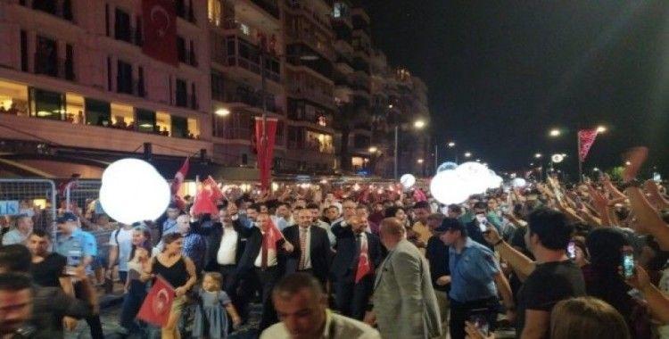 İzmir'de Fener Alayı coşkusu