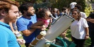 EÜ Gözlemevinde 450 kişi çeşitli etkinliklerle gökyüzüne doydu