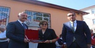 Belediye başkanı, 39 yıl önce okuduğu okuldan mezuniyet belgesini aldı