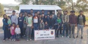 Dur ihtarına uymayarak kaçan araçtan 32 düzensiz göçmen çıktı