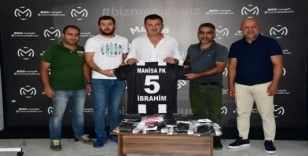 Manisa FK'dan Gazeteciler Cemiyetine forma jesti