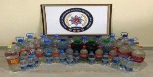 Pet şişelerden 105 litre kaçak içki çıktı