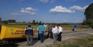 Çavdarhisar'da köy ve arazi yolu yapım çalışmaları
