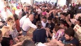 Tarihi Mısır Çarşısı'nda 1 saatte 20 bin kişiye aşure ikram edildi
