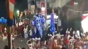 Sri Lanka'da fil kalabalığa daldı, 17 yaralı