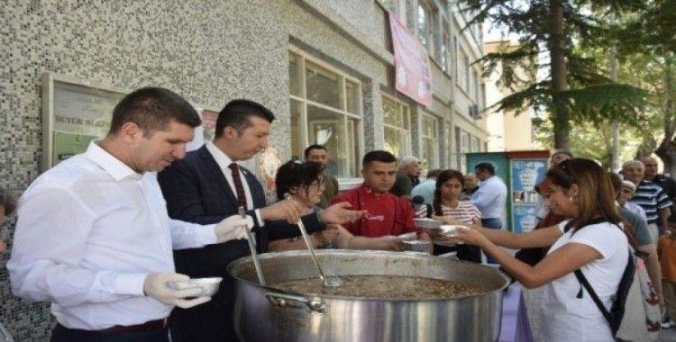 Burdur Belediyesinden 2 bin 500 kişilik aşure