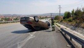 Rampadan inen otomobil çekiciye çarptı: 2 yaralı
