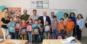 Başkan Gümüş'ten Çocuklara Dayanışma Çantası