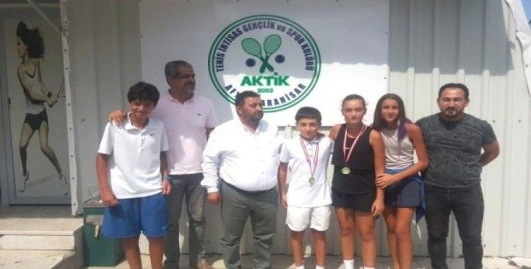 Mersin Büyükşehir Tenis Kulübü sporcuları, Afyon'dan madalyayla döndü