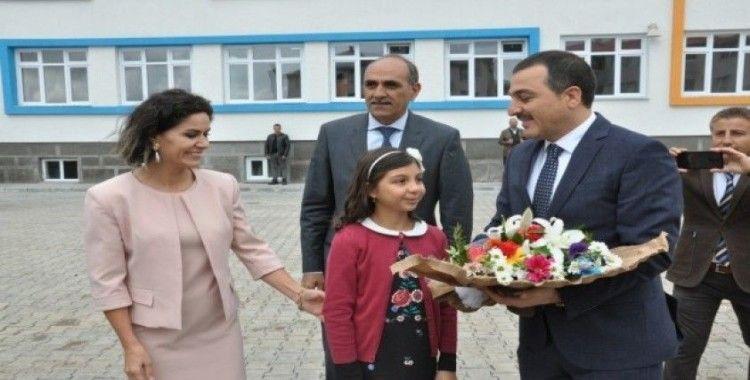 Kars'ta 65 bin öğrenci için zil çaldı